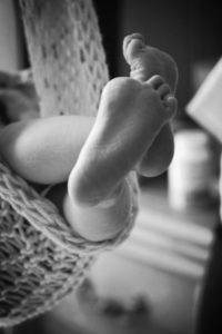 baby-feet-bw_d600